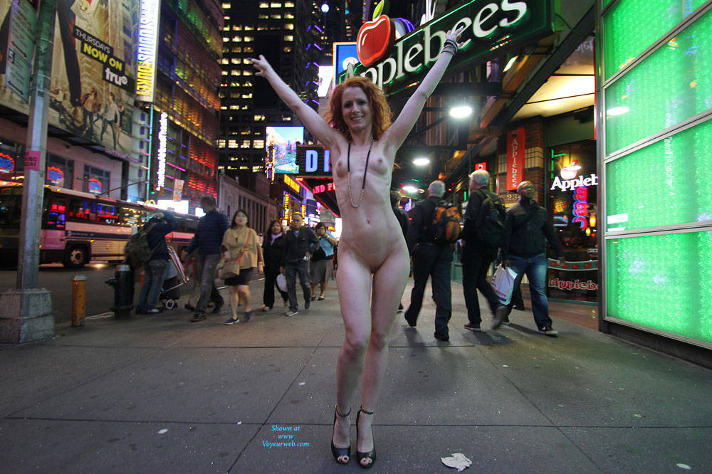 Pic #2 Vienna - Nue York New York - Big Tits, Flashing, High Heels Amateurs, Public Exhibitionist, Public Place, Redhead, Shaved