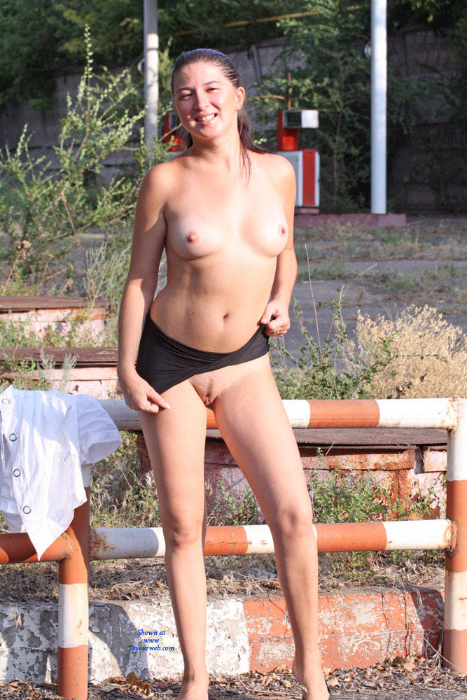 Kiki - Big Tits, Brunette Hair, Exposed In Public , Naked, Brunette, Nude In Public, Flashing Breasts