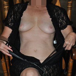 Sara In Black - Big Tits, Shaved