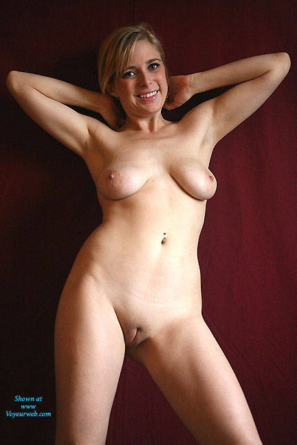 Female bodybuilder upclose nude