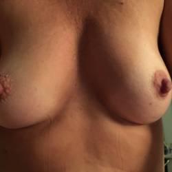 Medium tits of my room mate - Alisa