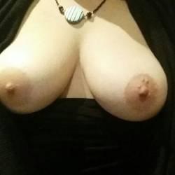 Medium tits of my wife - Hottie77