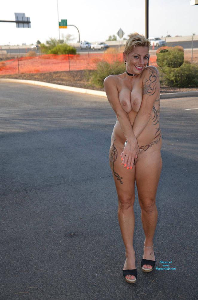 Celeb Naked Tatoo Pussy Thumbs Photos