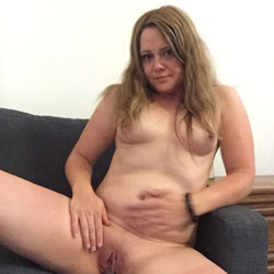 Marie69 Completely Naked - Big Tits, Shaved