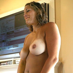 Doorway Cooling Off - Big Tits, Brunette