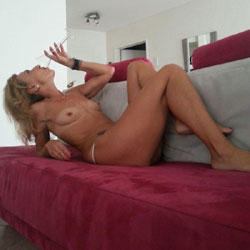 Good Feeling - Mature, European And/or Ethnic, Wife/Wives