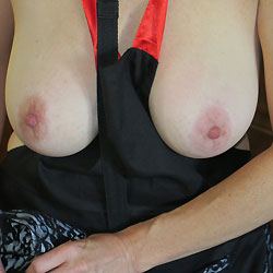 Wife Showing Off - Big Tits, Wife/Wives