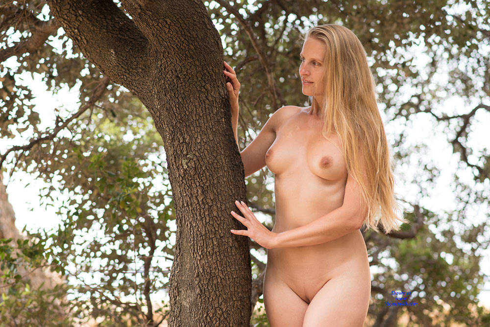Pic #3 Bri NIP In France - Flashing, Public Exhibitionist, Public Place, Shaved