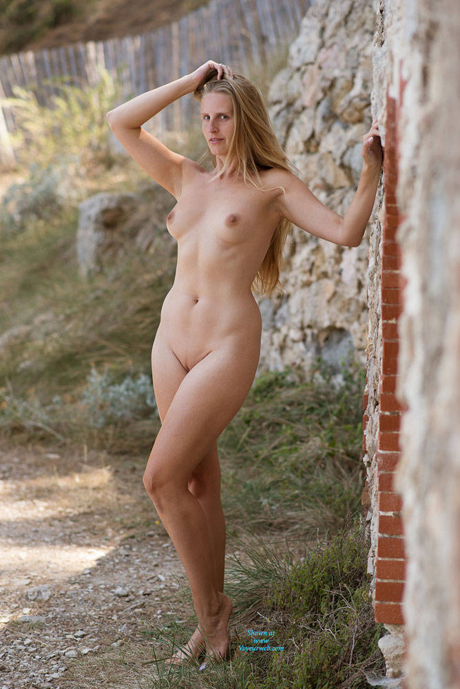 Pic #7 Bri NIP In France - Flashing, Public Exhibitionist, Public Place, Shaved