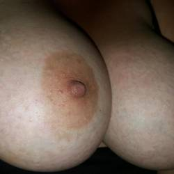 Very large tits of my girlfriend - DoubleDlicious