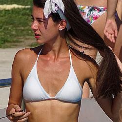Une Deesse Toit Simplement - Bikini Voyeur, Brunette