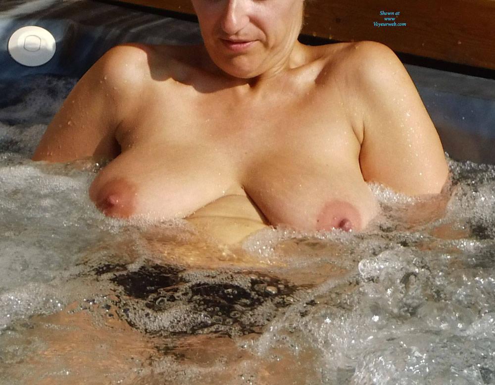 wife in jacuzzi nude vouyer