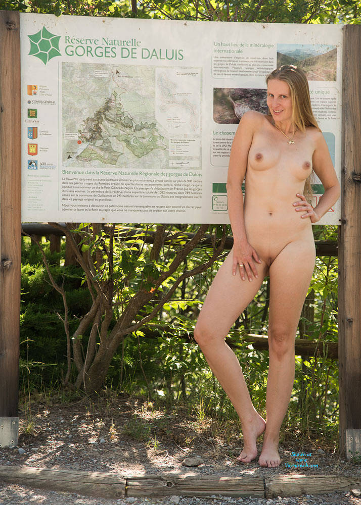 Pic #6 Bri NIP In France 2 - Flashing, Public Exhibitionist, Public Place, Shaved