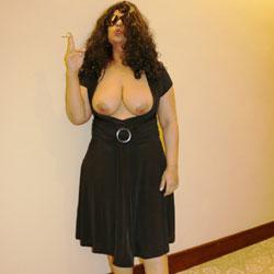 Curvey MILF Zainab Flashes - Big Tits, Brunette, Flashing, Public Exhibitionist, Public Place, Shaved