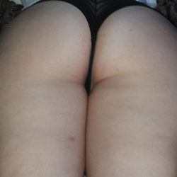 Sexy Girlfriend Shows Her Ass - Close-Ups, GF
