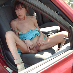 Pas de Culotte en Voiture - Brunette, Blowjob, Mature, Shaved, Amateur