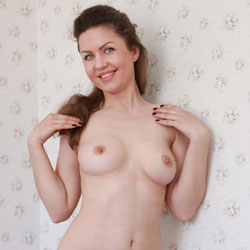 Nude Smiling Nicole - Big Tits, Blue Eyes, Brown Hair, Erect Nipples, Milf, Nipples, Perfect Tits, Shaved Pussy, Naked Girl, Sexy Legs
