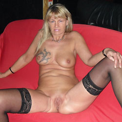 Regina Nude For Chrismas - Big Tits, Blonde, Shaved, Tattoos