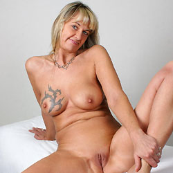 Nackt YOGA Mit Regina Aus Halver - Big Tits, Blonde, Shaved, Tattoos