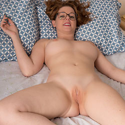 New Glasses - Big Tits, Shaved, Sexy Ass