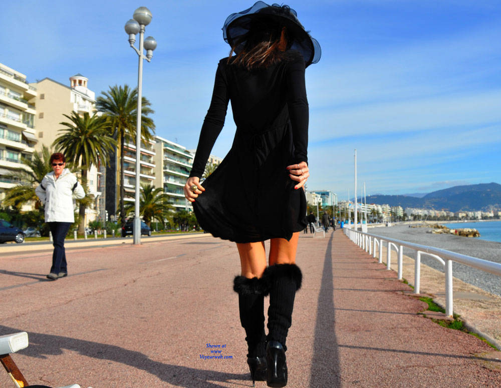 Pic #1 Sfizy On The Promenade Des Anglais - Public Place, Outdoors, Flashing, Public Exhibitionist, Big Tits, Firm Ass