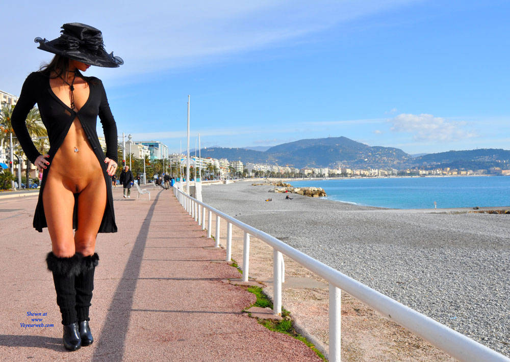 Pic #3 Sfizy On The Promenade Des Anglais - Public Place, Outdoors, Flashing, Public Exhibitionist, Big Tits, Firm Ass