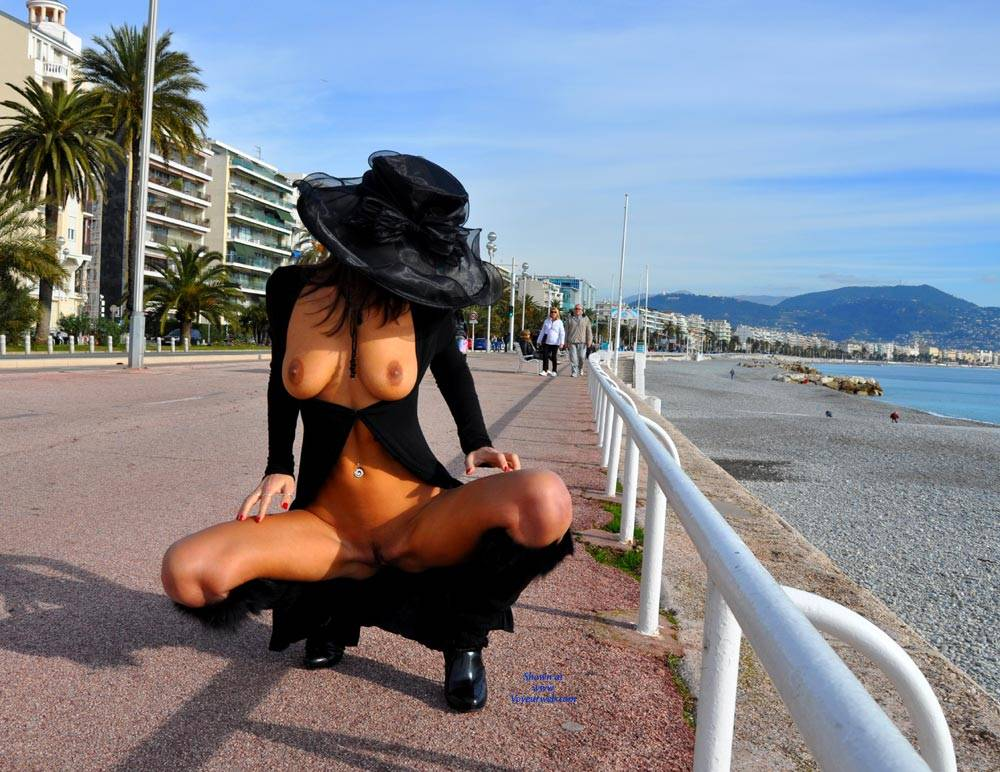 Pic #4 Sfizy On The Promenade Des Anglais - Public Place, Outdoors, Flashing, Public Exhibitionist, Big Tits, Firm Ass