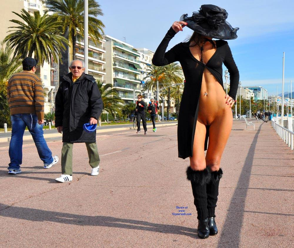 Pic #6 Sfizy On The Promenade Des Anglais - Public Place, Outdoors, Flashing, Public Exhibitionist, Big Tits, Firm Ass