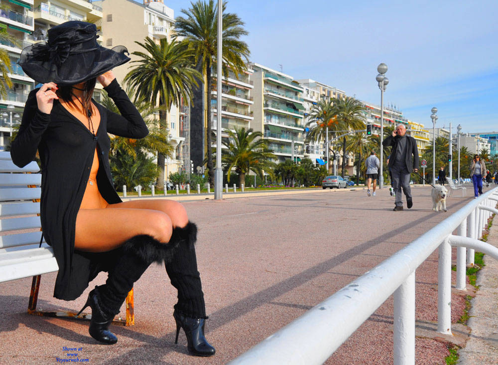 Pic #7 Sfizy On The Promenade Des Anglais - Public Place, Outdoors, Flashing, Public Exhibitionist, Big Tits, Firm Ass