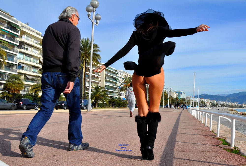 Pic #9 Sfizy On The Promenade Des Anglais - Public Place, Outdoors, Flashing, Public Exhibitionist, Big Tits, Firm Ass