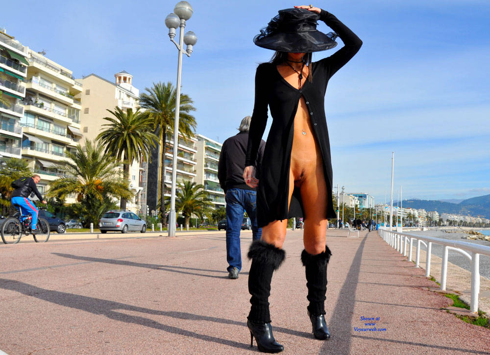 Pic #10 Sfizy On The Promenade Des Anglais - Public Place, Outdoors, Flashing, Public Exhibitionist, Big Tits, Firm Ass