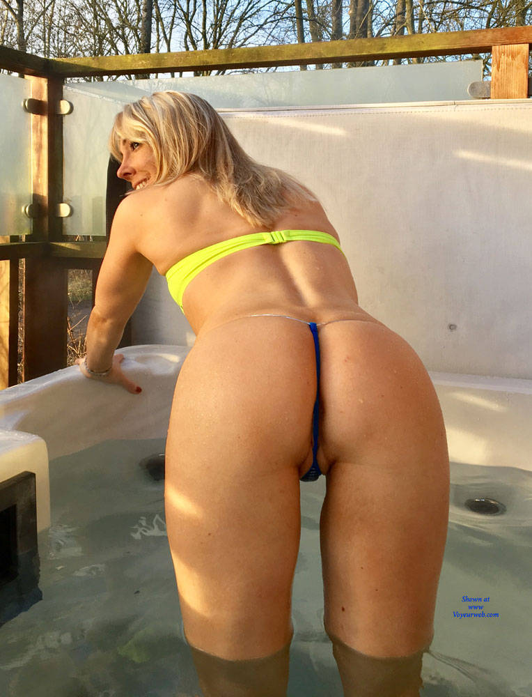 Pic #2 Rub A Dub Dub ! - Blonde, Outdoors, Shaved
