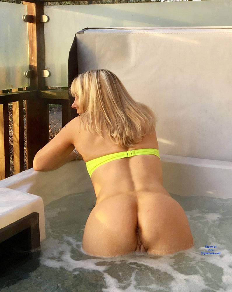 Pic #6 Rub A Dub Dub ! - Blonde, Outdoors, Shaved
