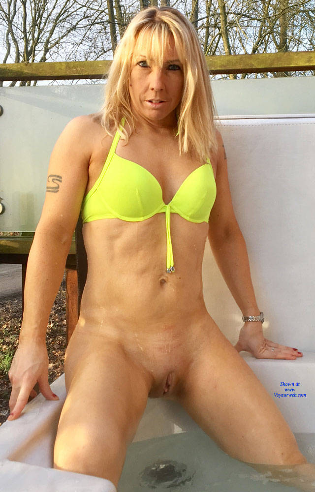 Pic #7 Rub A Dub Dub ! - Blonde, Outdoors, Shaved