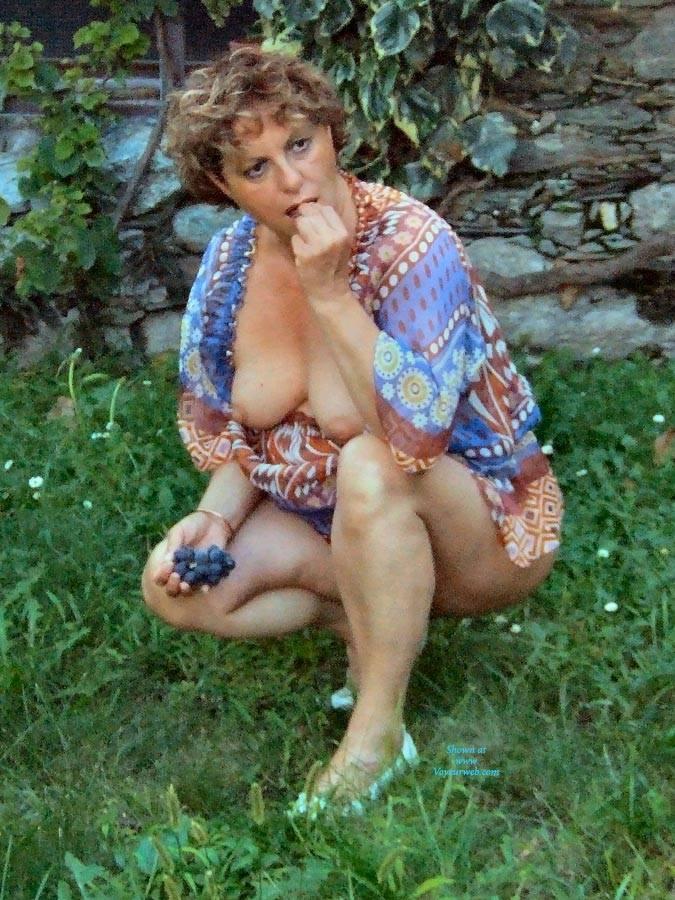 Pic #8 Strip In Giardino - Big Tits, Brunette, Outdoors