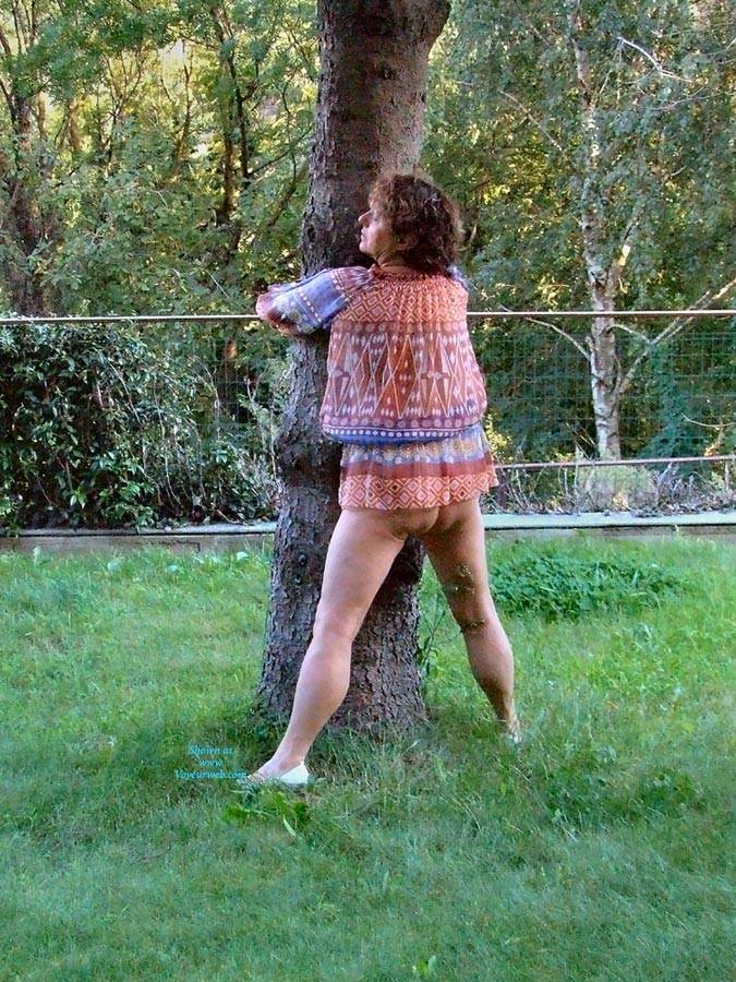 Pic #9 Strip In Giardino - Big Tits, Brunette, Outdoors