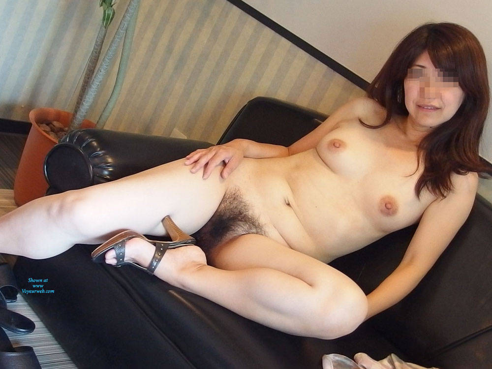 Pic #2 Happy New Year! I Will Try The First Post - Amateur, Bush Or Hairy, Medium Tits