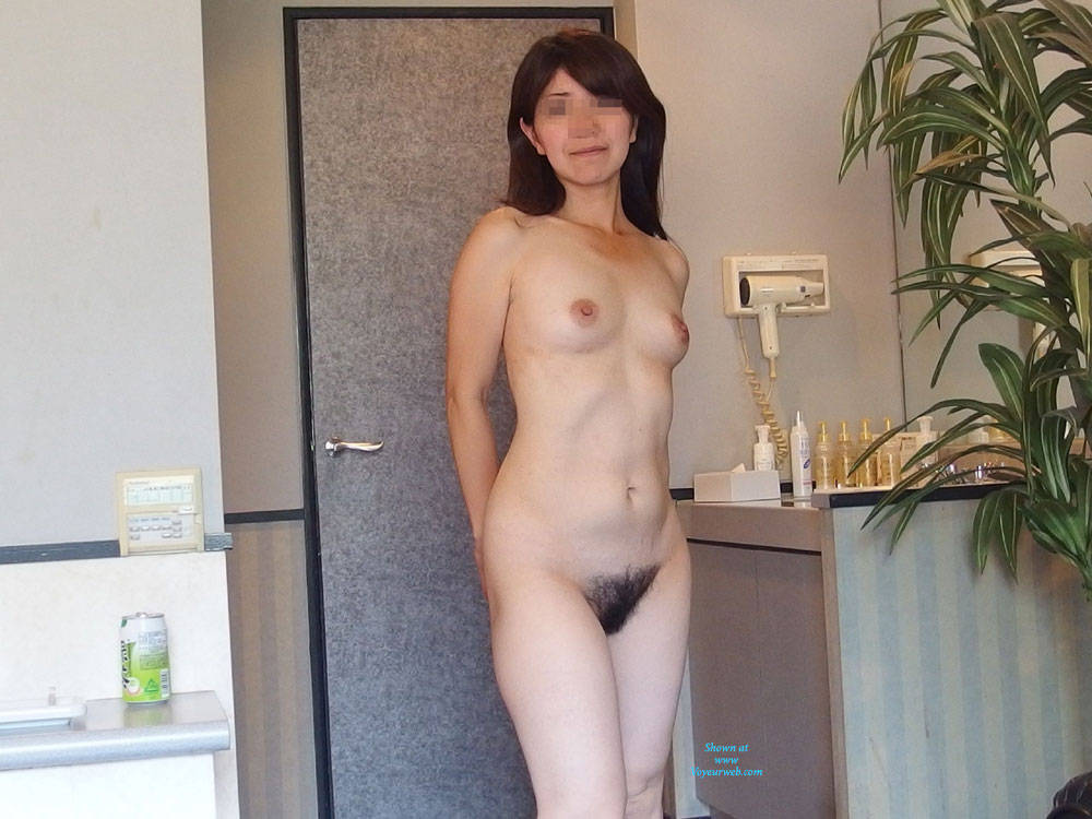 Pic #3 Happy New Year! I Will Try The First Post - Amateur, Bush Or Hairy, Medium Tits