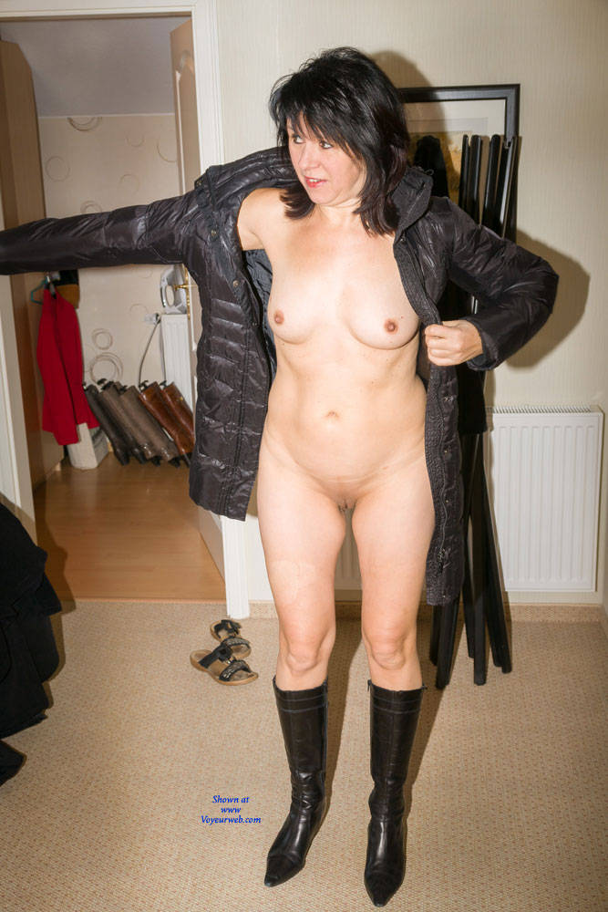 Pic #3 Cold Outside - Brunette, Shaved, Medium Tits
