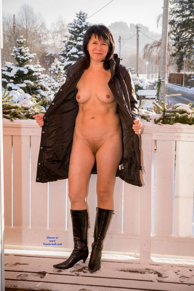 Pic #7 Cold Outside - Brunette, Shaved, Medium Tits