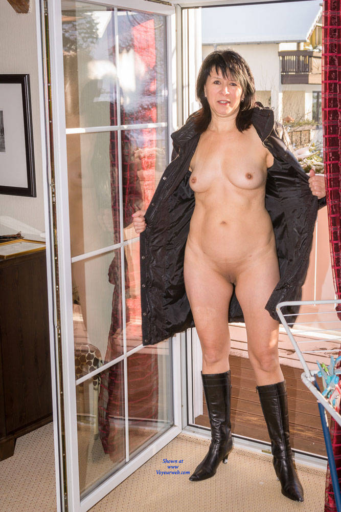 Pic #9 Cold Outside - Brunette, Shaved, Medium Tits