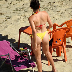 Yellow Bikini In Boa Viagem Beach, Brazil - Brunette, Outdoors, Bikini Voyeur, Beach Voyeur