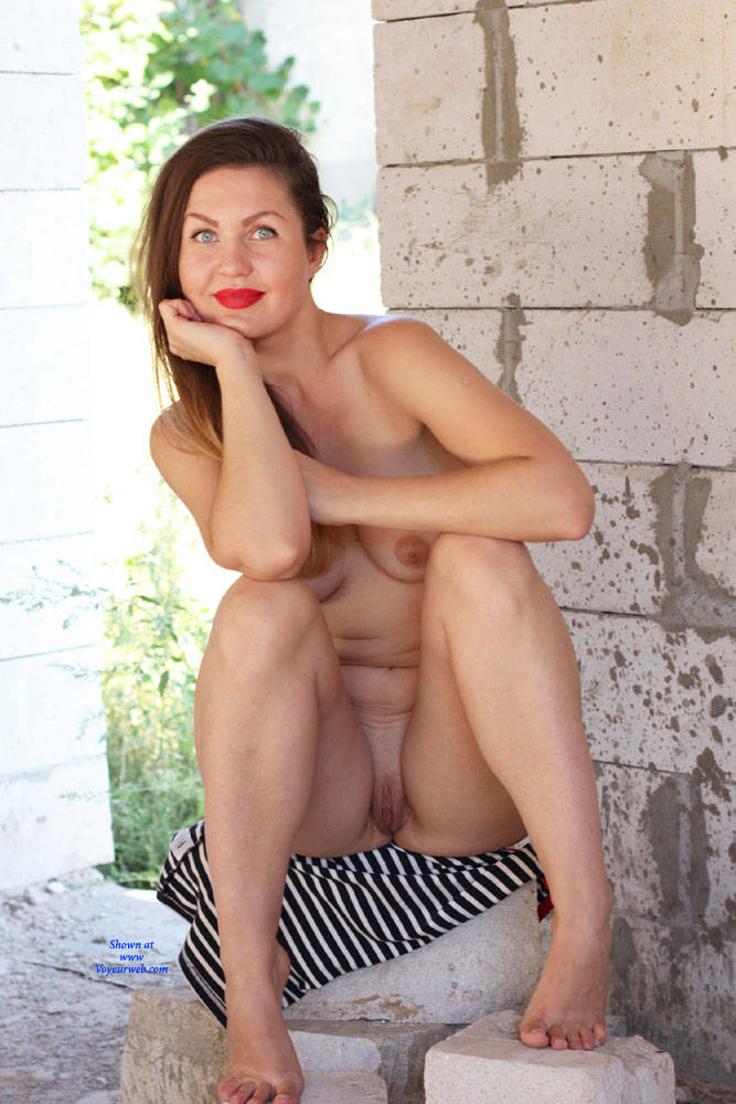 Pic #8 Nicole - Big Tits, Outdoors, Shaved, Firm Ass