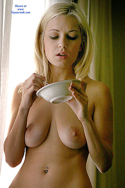 Pic #1 Oatmeal Window - Nude Girls, Big Tits, Blonde, Shaved