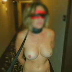 Hotel Exhibition - Big Tits, Public Exhibitionist, Lingerie, Public Place, Amateur