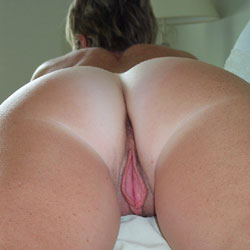 Nice Ass With Pink Lips - Shaved, Toys, Nude Amateurs, Round Ass