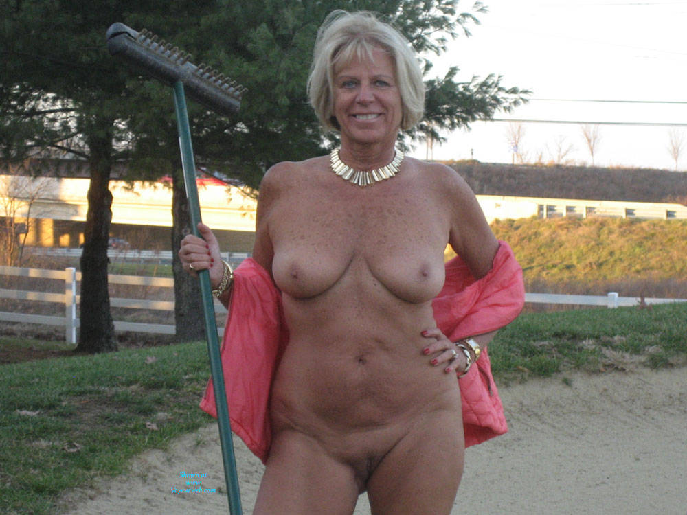 Pic #7 On The Golf Course - Nude Amateurs, Big Tits, Blonde, Mature, Outdoors