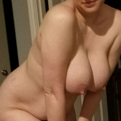 Big Titties Ready For Bed - Nude Girls, Big Tits, Amateur