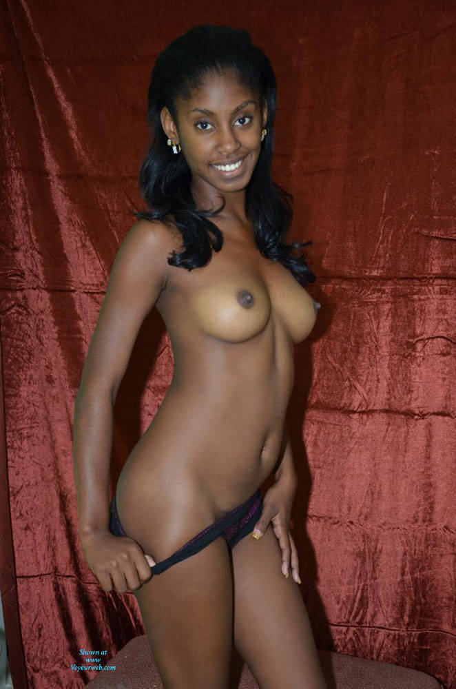 Black nude amateurs