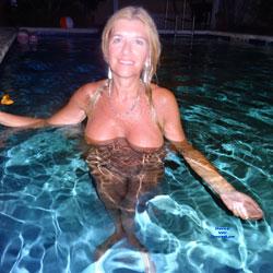 Starla Shows Her DD s - Big Tits, Wet, Amateur